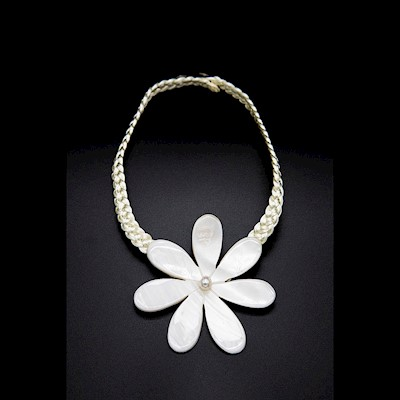 X-LARGE WHITE MOP TIARE NECKLACE